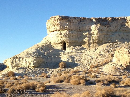 Dublin Gulch: More miner's cave and cliff dwellings near Shoshone