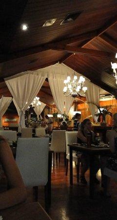 Raices Esturion Hotel: El restaurant y desayunador