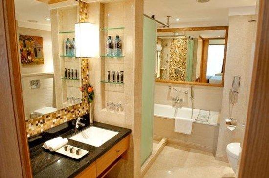 Sankara Nairobi: Deluxe Bathroom