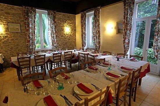 La Vernarede, France : repas en famille, groupe, affaire, séminaire