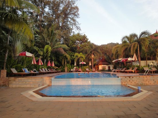 Royal Lanta Resort and Spa:                   Pool close to becah