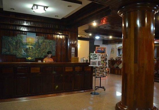 Angkor Pearl Hotel:                   Hotel Lobby