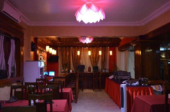 Angkor Pearl Hotel:                   Hotel Restaurant
