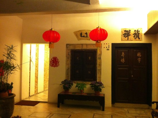 Courtyard @ Heeren Boutique Hotel:                   the local chinese architecture