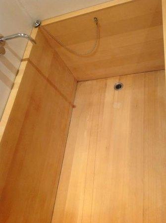 Hotel Puerta America:                   залезть в ванну в черной комнате реально смешанные чувства