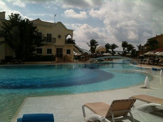 Secrets Capri Riviera Cancun:                   relax by the pool!