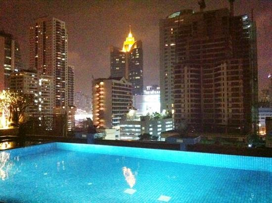 Admiral Premier Bangkok by Compass Hospitality: Rooftop pool
