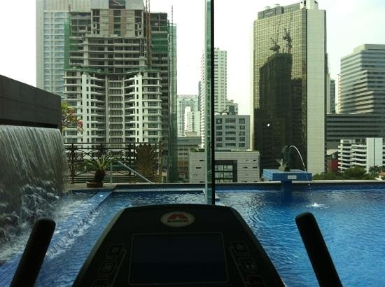 Admiral Premier Bangkok by Compass Hospitality: Gym view