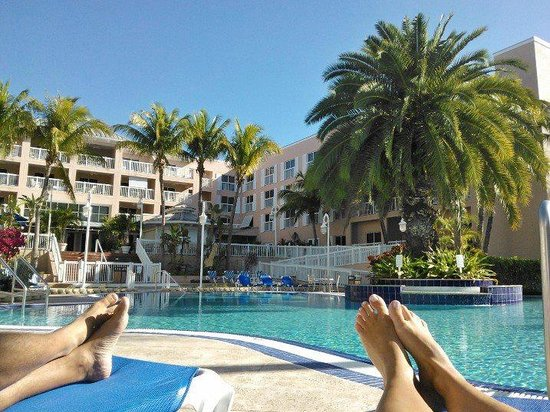 DoubleTree by Hilton Hotel Grand Key Resort - Key West :                                     Pool area