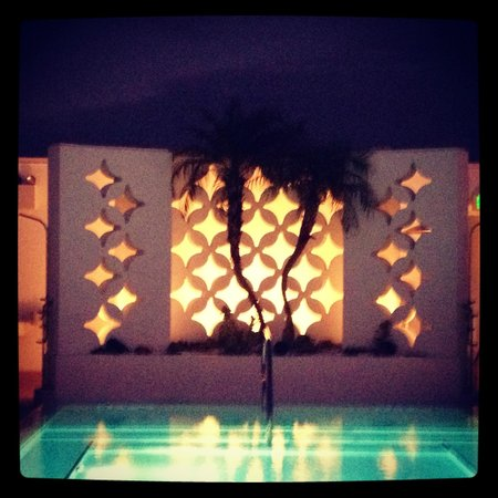 Dream South Beach: Pool scene