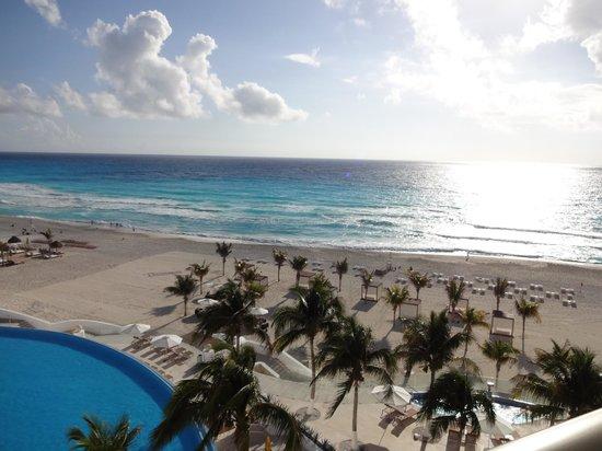 Le Blanc Spa Resort:                   Sun rising