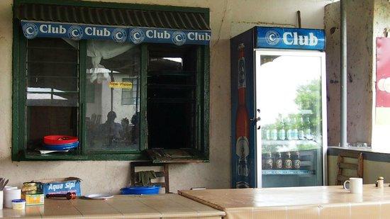 Mweya Hostel: Bar/Küche