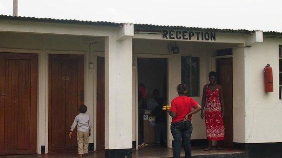 Mweya Hostel: Rezeption