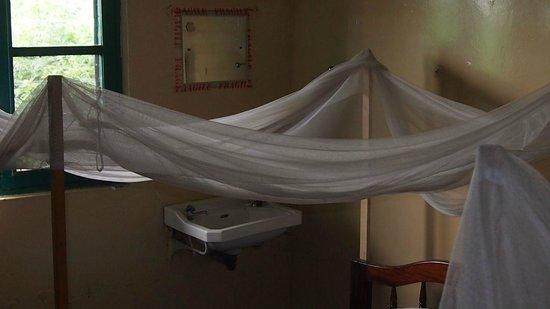 Mweya Hostel: Bett