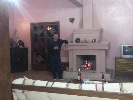 La Fibule de Ouirgane :                                     warming ourselves by the open fire