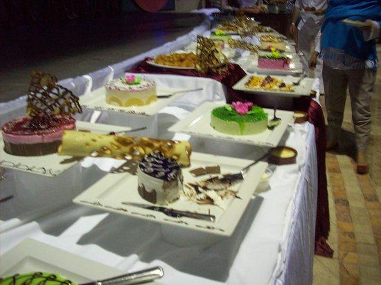 Papillon Ayscha:                                     buffet geand