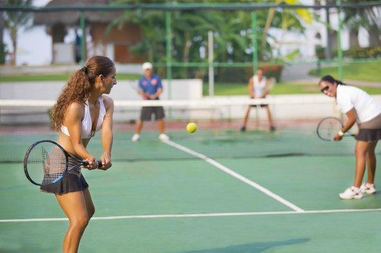 Plaza Pelicanos Club Beach Resort : Cancha de Tenis