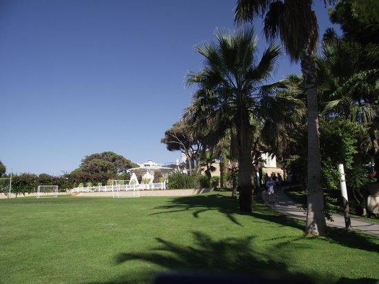 Papillon Ayscha Hotel Resort & Spa:                                     espace vert