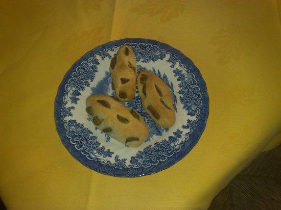 Ristorante La Maggiolata: Grissini gluten free con olive