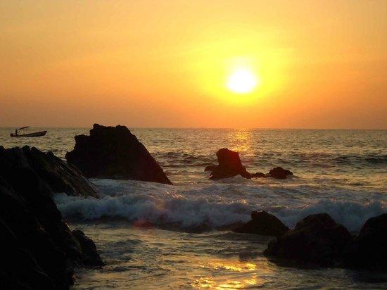 Playa Zicatela :                                     Atardecer en la playa. Realmente hermoso!