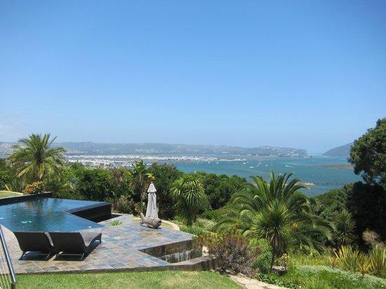 Cambalala:                   Pool mit Blick