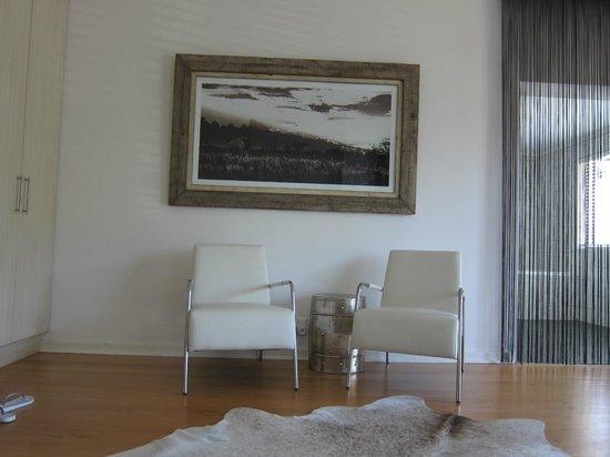 Cambalala:                   Sitzecke im Zimmer