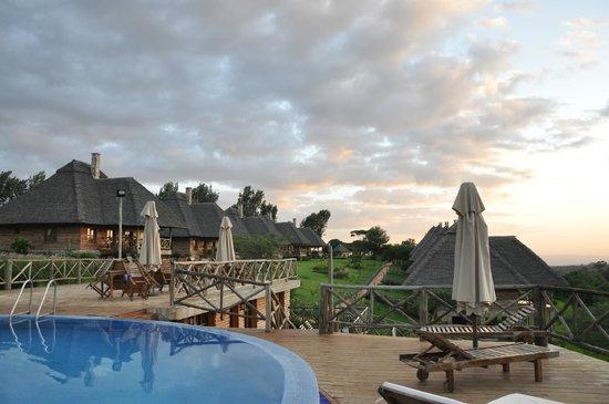 Neptune Ngorongoro Luxury Lodge :                   VUE DEPUIS LA PISCINE
