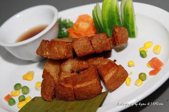 Lakwatsa Resto Lounge: Crispy Kawali Lakwatsa Style ! Very Yummy !