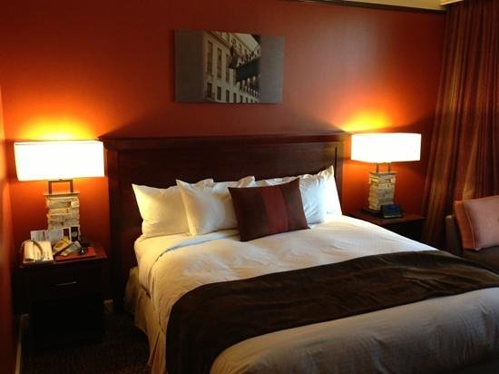 The Emily Morgan Hotel - a DoubleTree by Hilton: King bed