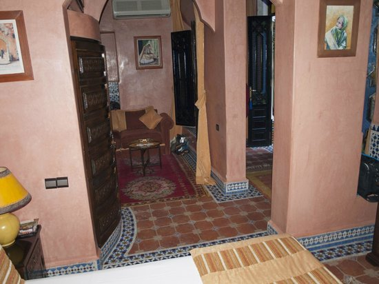 Riad 58 Blu sitting area and vestibule