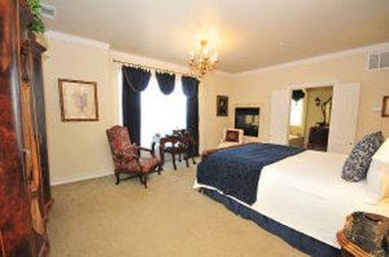 The Wildwood Inn: Superior Room