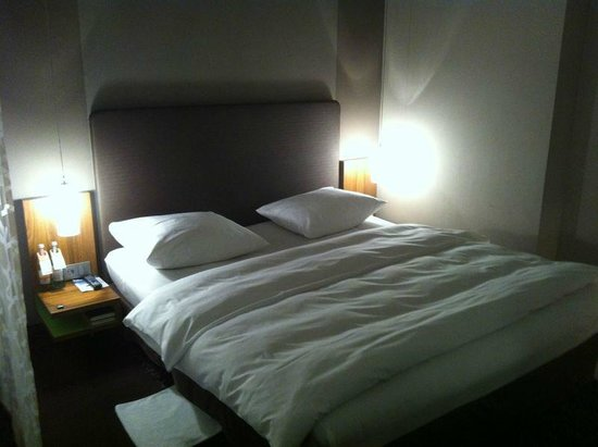 Moevenpick Hotel Munchen Airport: King bed
