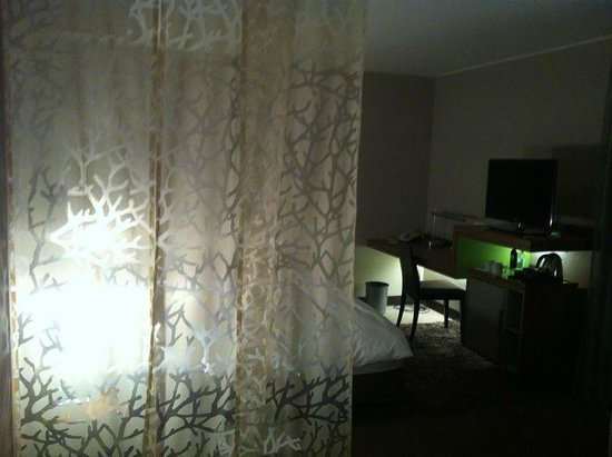 Moevenpick Hotel Munchen Airport : Curtain