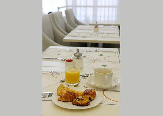 Comfort Hotel Centre Del Mon: FRQh Centredelmon Breakfast Bd