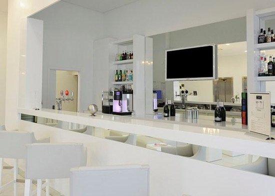 Comfort Hotel Centre Del Mon: FRQh Centredelmon Bar Bd