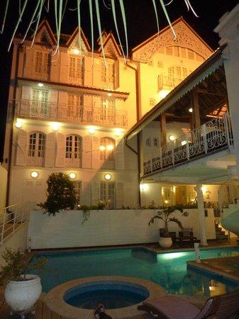 Le Juliette Dodu:                   Ext piscine de nuit