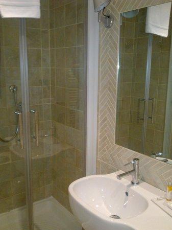 Ripetta 25: bagno con la doccia