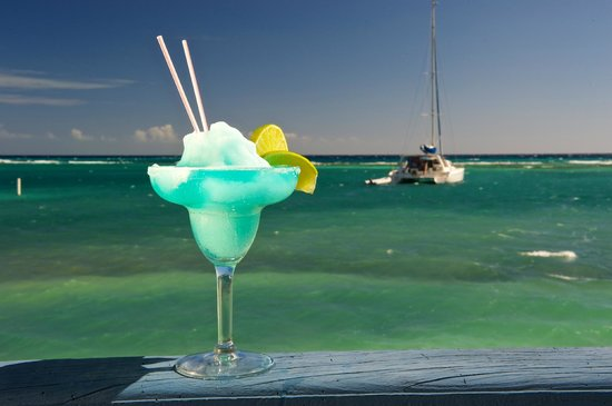 Blackbird Caye Resort: Exotic Cocktails at our Lounge