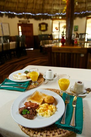 Blackbird Caye Resort: Breakfast