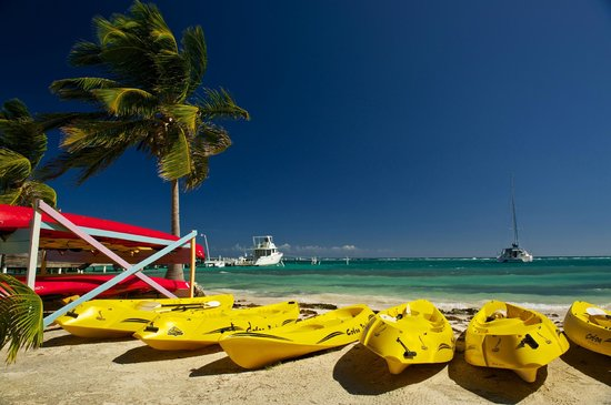 Blackbird Caye Resort : Complimentary Kayaks at the Resort