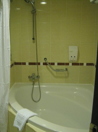 Clean Shower Stall And Larger Tub Picture Of Iberostar