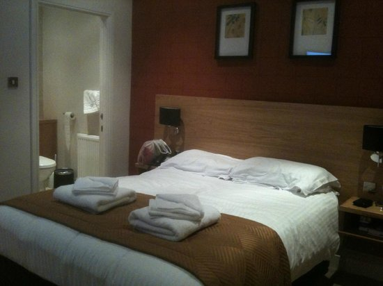 Hotel Imperial :                   Room 211