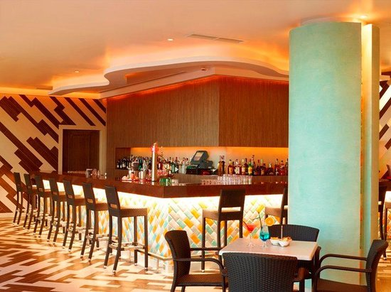 Real Marina Hotel & Spa: Bar Ria Lounge