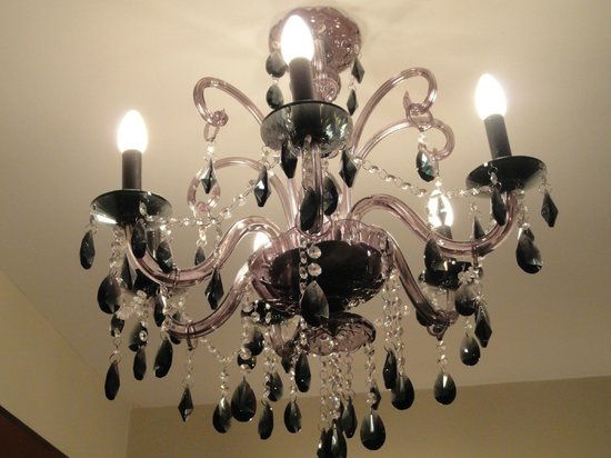 Aranwa Cusco Boutique Hotel:                   Interesting black crystal chandelier