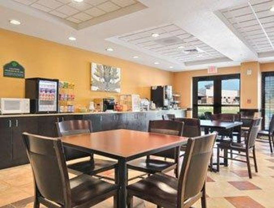 Wingate by Wyndham Frisco: Breakfast Area