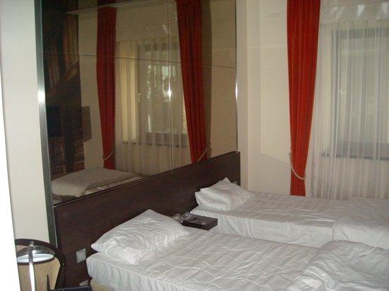 Hotel President Budapest:                   standard room
