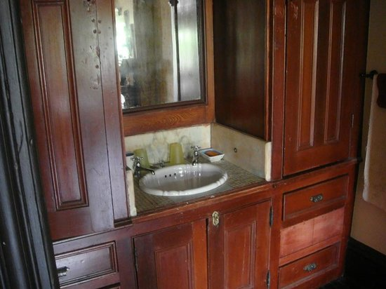 The Harlem Flophouse: A sink in every room.