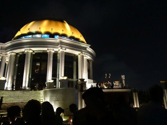 lebua at State Tower:                   vue du Sky Bar