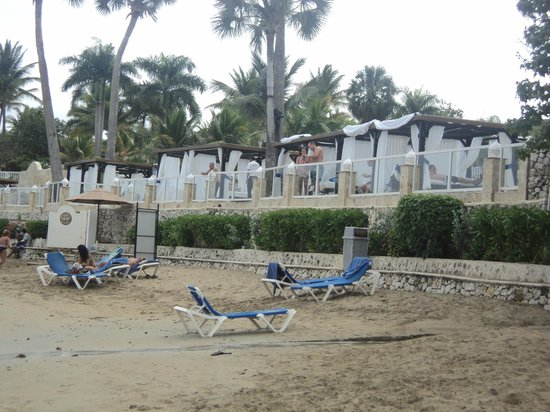 The Tropical at Lifestyle Holidays Vacation Resort :                                     Playa et lit de plage