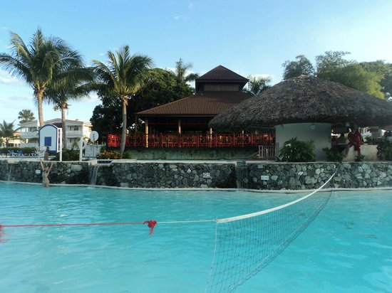 The Tropical at Lifestyle Holidays Vacation Resort :                                     Piscine et resto Thai